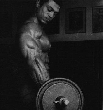 Mohamed Makkawy Curls at Vince's Gym